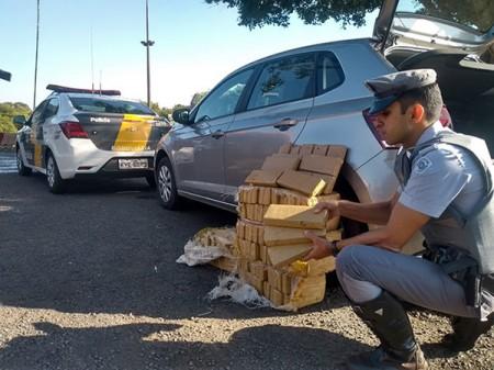 Polícia Rodoviária apreende cerca de 120 tabletes de maconha em Palmital