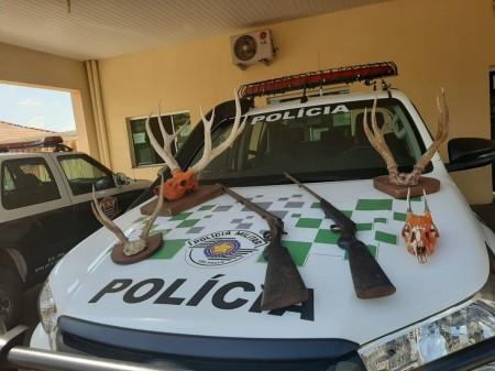 Morador de Presidente Bernardes leva multa de R$ 2 mil por possuir cabeça e chifres de animais silvestres em residência