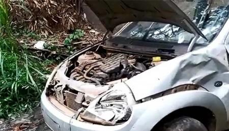 Idoso fica ferido após cair com o carro em córrego ao lado de avenida em Marília