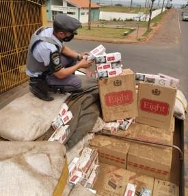 Carga com cigarros contrabandeados é apreendida na SP-613