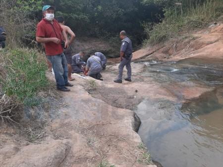 Homem fica ferido após pular em piscina natural de cachoeira em Tupã