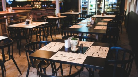 Há 14 dias na fase amarela, bares, restaurantes e similares poderão atender presencialmente até 22h