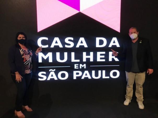 Prefeita e vice-prefeito de Osvaldo Cruz participaram do lançamento do programa Casa da Mulher em São Paulo