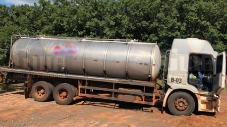 Polícia Civil flagra furto de carga de leite e prende motorista e comparsa em Parapuã