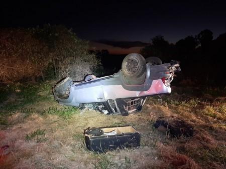 Motorista de Osvaldo Cruz fica ferido após capotar veículo na SP 294 em Iacri