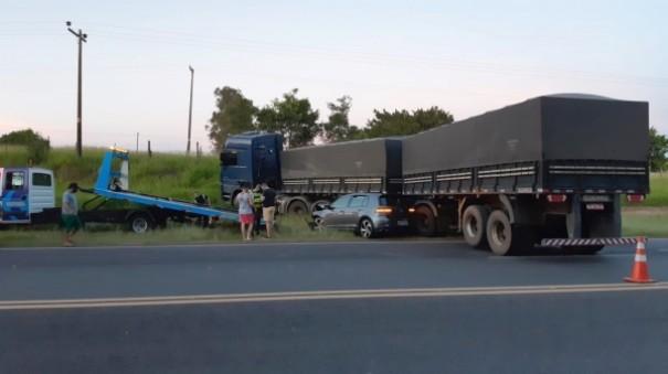 Carro com placas de Adamantina se envolve em acidente na SP-294; mulher se feriu