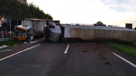 Sequência de acidentes deixa trânsito lento na Rodovia Raposo Tavares, em Regente Feijó; pista já foi liberada