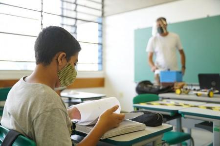 Ensino médio: alunos terão uma aula a mais por dia no próximo ano em SP