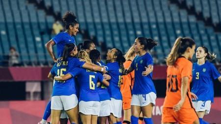 Seleção feminina fica duas vezes atrás no placar, vira e cede empate para Holanda