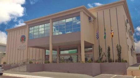 Prefeitura de Bastos terá que exonerar em torno de 160 servidores aposentados