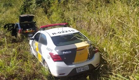 Casal tenta escapar de abordagem policial em rodovia, mas acaba preso com quase 300 quilos de maconha em Rancharia