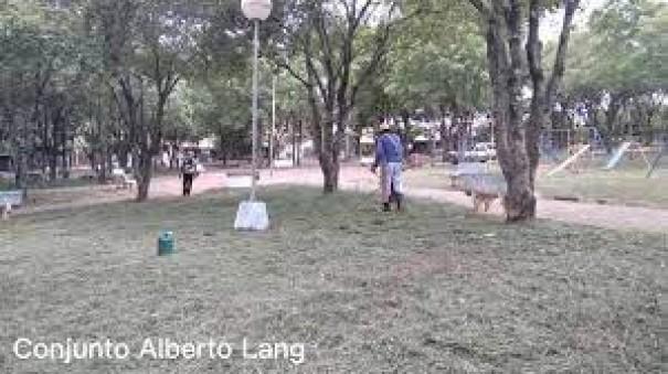 Prefeitura de OC faz ação para moradores poderem usar Praça do Alberto Lang