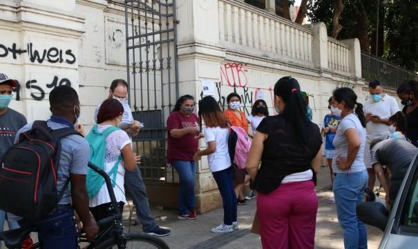 Aulas presenciais em escolas e universidades recomeçam em agosto em SP
