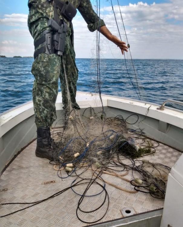 Polícia Ambiental apreende redes de pesca que estavam armadas irregularmente no Rio Paraná