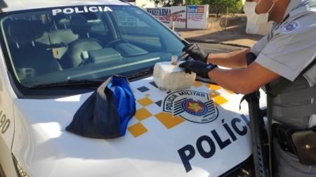 SP-294: passageira de ônibus é presa pela PM Rodoviária com mais de 4 kg de cocaína presos à cintura