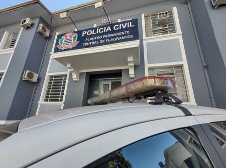 Dupla é presa em flagrante após quebrar porta de vidro e furtar televisão de escritório em Presidente Prudente