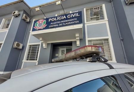 Dupla armada rouba dinheiro e celular após invadir residência em Presidente Prudente
