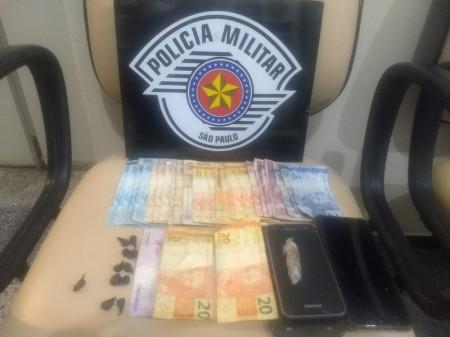 Jovem é presa em flagrante por tráfico de drogas e associação ao tráfico em Dracena