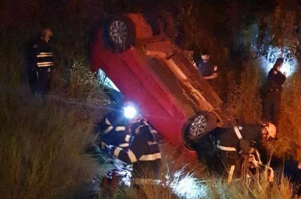 Mulher fica gravemente ferida após capotar veículo na SP-457, em Rancharia