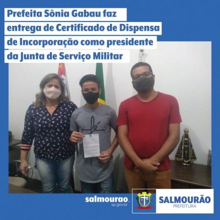 Prefeita de Salmourão entregou Certificado de Dispensa de Incorporação como presidente da Junta de Serviço Militar