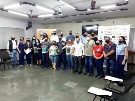 Aceoc entregou prêmios do primeiro sorteio da campanha 'O comércio é nosso e a sorte é sua'