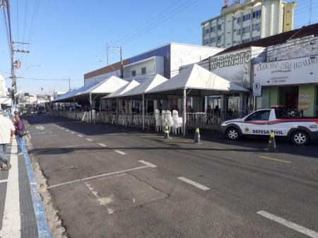 Por conta do período de recebimento do auxílio emergencial, Prefeitura de OC interdita trecho da Avenida Brasil