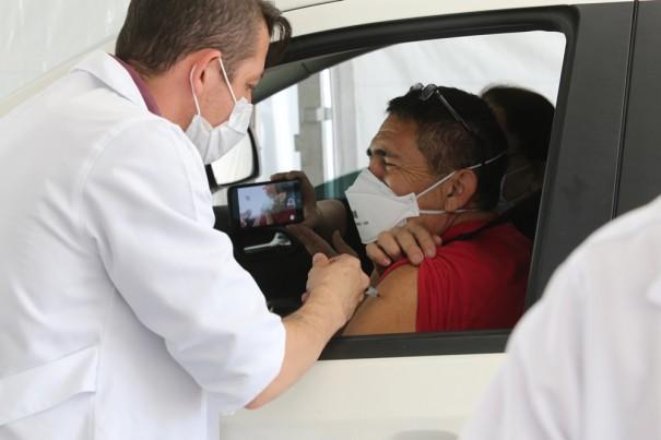 Saúde de OC realiza hoje Drive Thru de vacina contra Covid-19 em primeira dose para idosos de 60, 61 e 62 anos