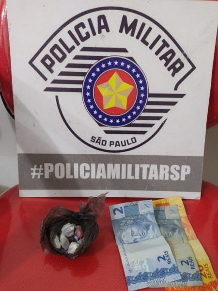 Mulher é flagrada transportando drogas em ambulância de Salmourão