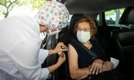 'Drive-Thru' de vacinação contra Covid-19 acontece neste sábado para idosos de 77 a 79 anos, em OC