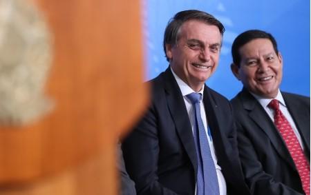 Bolsonaro-Mourão: TSE rejeita cassar chapa, mas diz que disparo em massa será 'abuso' em 2022