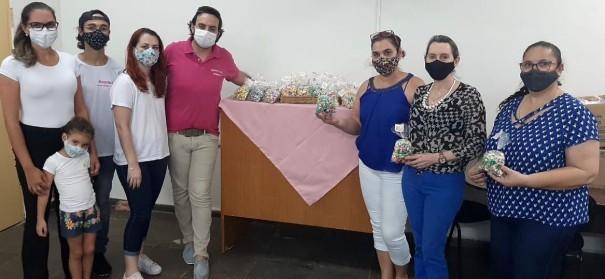 ROTARACT de Osvaldo Cruz entrega lembranças para professores