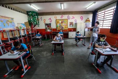 Aulas presenciais voltam a ser obrigatórias para 100% dos alunos em SP a partir de segunda-feira