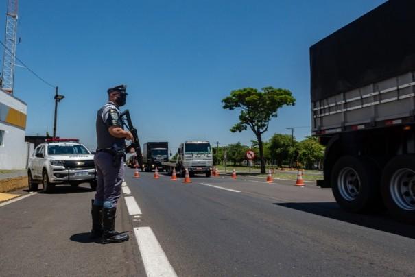Autuações por uso de celular aumentam 642,1% nas estradas do Oeste Paulista durante a Operação Padroeira