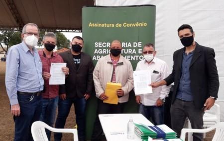 Prefeito de Flórida Paulista assina convênio com o Estado para Programa Rotas Rurais