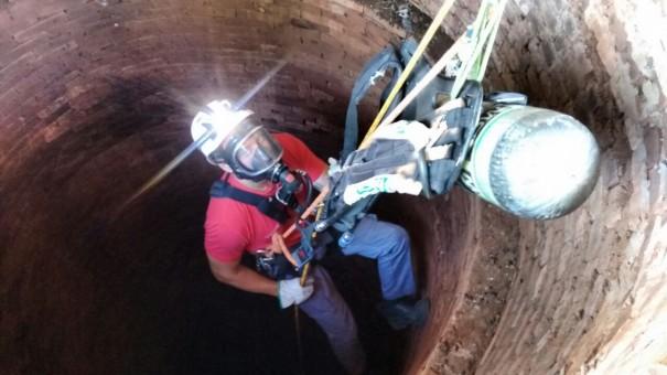 Bombeiros salvam animal que caiu em poço desativado em Bastos