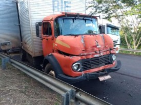 Acidente com três carretas e um caminhão baú fere três pessoas em Lucélia