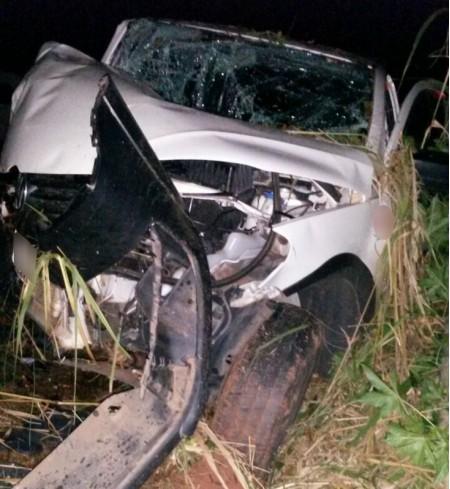 Motorista fica ferido após bater carro em árvore em Presidente Venceslau