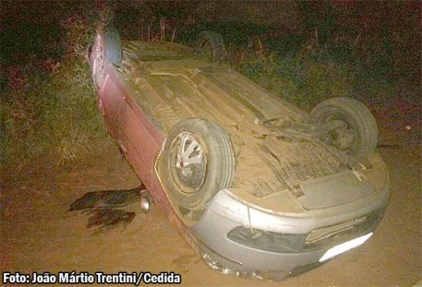 Capotamento de veículo em Herculândia fere criança e adolescente