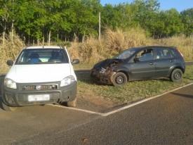 Acidente no trevo do bairro Lagoa Azul sentido Salmourão deixa três vítimas leves