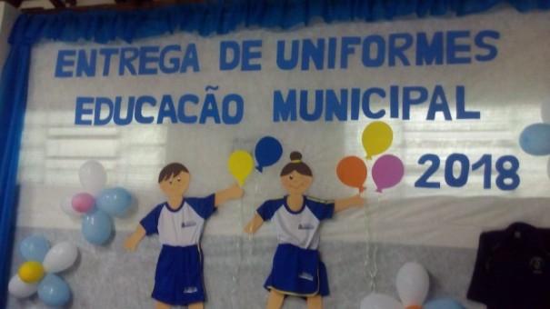 Alunos da Rede Municipal de OC recebem uniforme escolar para o segundo semestre