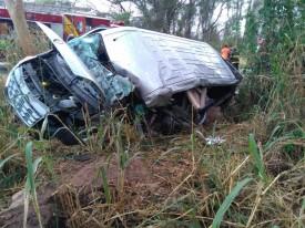Acidente envolvendo van e caminhão provoca a morte de uma pessoa em Flórida Paulista
