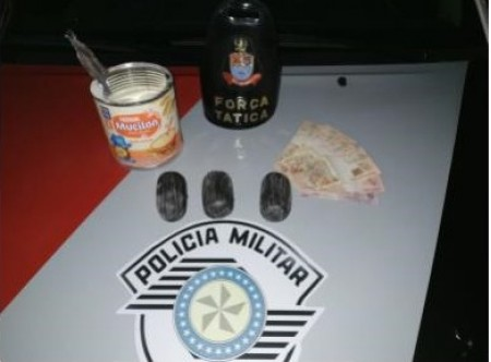 Polícia Militar prende mulher por tráfico de drogas dentro de ônibus em Osvaldo Cruz