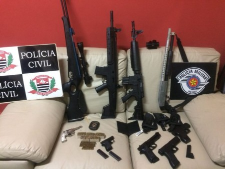Empresário é preso por porte ilegal de arma após foto em rede social