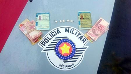 Após denúncia, PM prende dupla por tráfico de drogas em Tupi Paulista