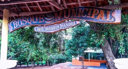 População de Salmourão contará em breve com área de lazer no bosque municipal