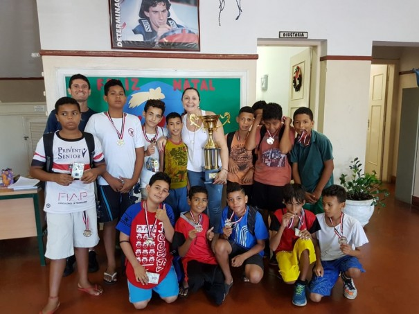 Escola Benjamin Constant é campeã regional de futsal categoria pré-mirim