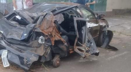 Capotamento mata passageiro de carro em rodovia vicinal