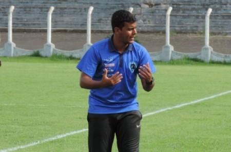 Faltando poucos dias para a Copinha, técnico diz que resolveu se desligar do Osvaldo Cruz