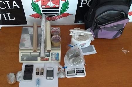 Polícia Civil fecha ponto de tráfico de drogas em Junqueirópolis e prende mulher