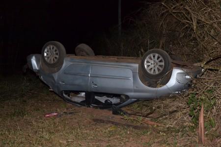 Motorista perde o controle e veículo capota na Sp-294 vitimando três pessoas da mesma família